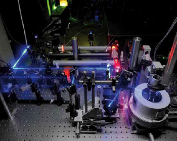 Quantum dot micro-photoluminescence setup showing the cryostat, the microscope objective, and various excitation beams